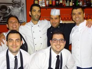 Farzad Tajik (ganz rechts) mit seinem Team