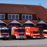 Zwei Fahrzeuge der Feuerwehr Bönningstedt rückten zum Einsatz im Bendloh aus
