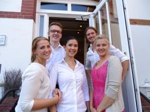 Das junge Hensens-Team (vorne von links) Josephine, Shaima, Caroline (dahinter) Carsten, Dennis