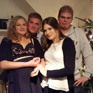 Kim (16) mit ihren Geschwistern Nina (15), Maik (27) und Kai (25) v.l.